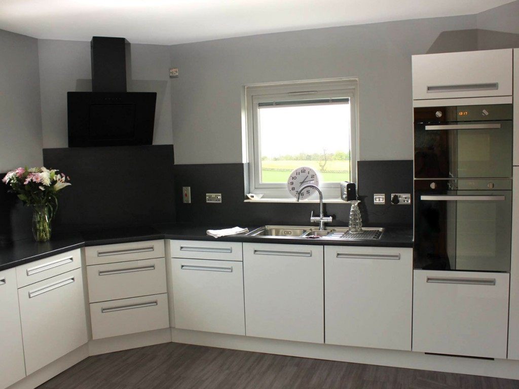 A passion for well designed kitchens ellingtonkitchens for Well designed kitchen layout